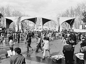 روند شکل گیری حوادث تاریخی در ایجاد انقلاب اسلامی سال ۵۷، علل اساسی پیروزی انقلاب اسلامی، و بررسی شاخصههای رهبری و نقش مردم در این حرکت عظیم